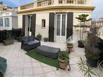 Семикомнатный дом с отдельной квартирой в Ницце