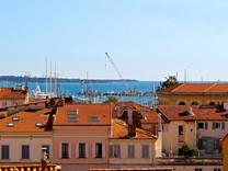 Четырёхкомнатная квартира с видом на море в Каннах