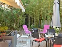 Трехкомнатная квартира с большим садом в Каннах