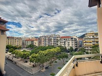 Четырехкомнатная квартира рядом с Place du Pin