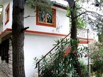Вилла с красивым садом в Заградже