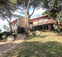 Особняк с потенциалом и 2 бассейнами в Cabrera de Mar, продажа. №40933. ЭстейтСервис.