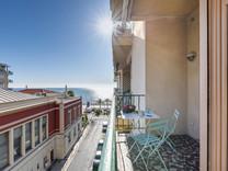 Квартира с видом на море возле променада в Ницце