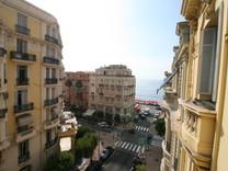 Большая квартира в 50-ти метрах от моря в Ментоне
