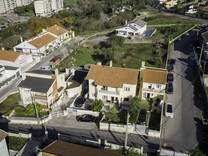 Два соседних дома в окрестностях Синтры, Queluz e Belas