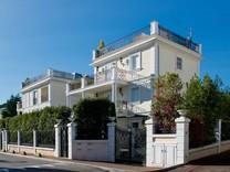 Трехэтажный дом в возле моря в Сен-Жан-Кап-Ферра