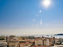 Просторный пентхаус с видом на море в Болье-сюр-Мер