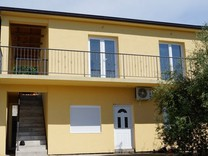 Дом с 2 апартаментами в Пржице