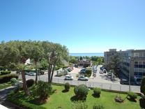 Просторная квартира с видом на море в Saint-Laurent-du-Var