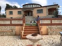 Большой дом с бассейном и видом на море в Калонже