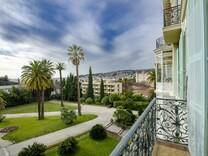 Апартаменты с панорамным видом на море в Ницце