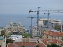 Просторная квартира с видом на море и Монако