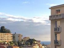 Дом с видом в десяти минутах ходьбы от моря