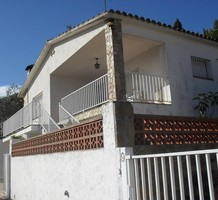 Уютная вилла с очаровательным участком в Lloret de Mar, продажа. №34864. ЭстейтСервис.
