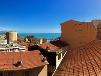 Трёхкомнатный пентхаус с видом на море в Босолей