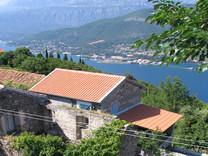 Каменная усадьба в Черногории