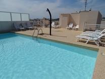 Апартаменты в комплексе с бассейном в Жуан-Ле-Пен