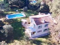Провансальский дом с большим участком в Мужен