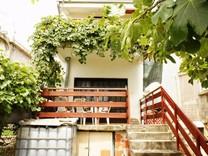 Небольшой двуэтажный дом в Баре