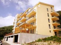 Новые квартиры с видом на море в Петроваце