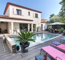 Стильный дом в двух километрах от моря, продажа. №35633. ЭстейтСервис.