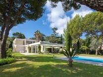 Дом с хорошим участком и потенциалом на Cap Ferrat