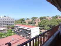 Большие апартаменты с приятной панорамой в Салоу