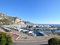 Пентхаус в красивой буржуазной вилле напротив порта