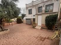 Дом с тремя спальнями на Calle Garraf, поселок Els Pallaresos