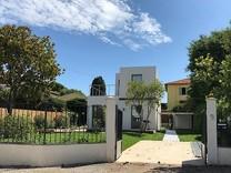 Новый дом с бассейном в начале Cap d'Antibes