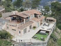 Ухоженный семейный дом в окрестностях Ниццы, Carros