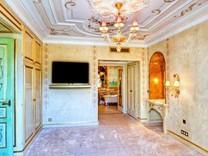 Просторная трехкомнатная квартира в Монако