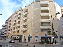 Современная квартира в конце улицы Антиб, Banane