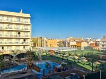 Двухкомнатная квартира с террасой в Lloret de Mar