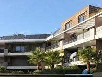 Современная квартира возле моря в Вильнев-Лубе
