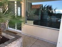 Трехкомнатная квартира с видом на море в Босолей