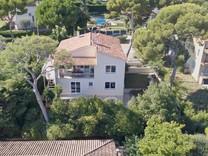 Солидный дом с 7 спальнями в Рокебрюн-кап-Мартен