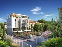 Современная квартира с большим садом в Каннах