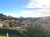 Вилла с видом на город и море в Вильнев-Лубе