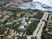 Престижные апартаменты  возле гольф-клуба Santa Ponsa