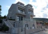 Трёхэтажная вилла с прямым выходом к морю в Крашичах