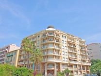 Квартира с большой террасой и гаражом возле пляжей