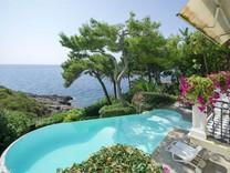 Роскошная вилла у берега моря в Cap d'Ail