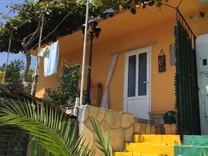 Уютный дом в живописном посёлке Зеленика