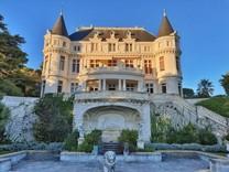 Двухуровневые апартаменты в замке Château d'Azur
