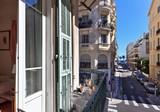 Солидная квартира с видом по Rue de France