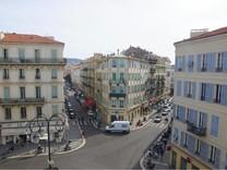 Шестикомнатные апартаменты в центре Ниццы