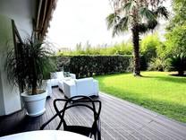 Квартира с очаровательной террасой-садом в Каннах