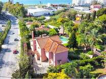 Большой дом с видом на море поблизости от Марбельи