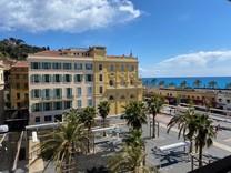 Дуплекс с видом на знаменитой площади Cours Saleya